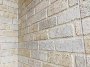 外壁から水が染み出る原因は?すぐに水漏れ修理が必要?