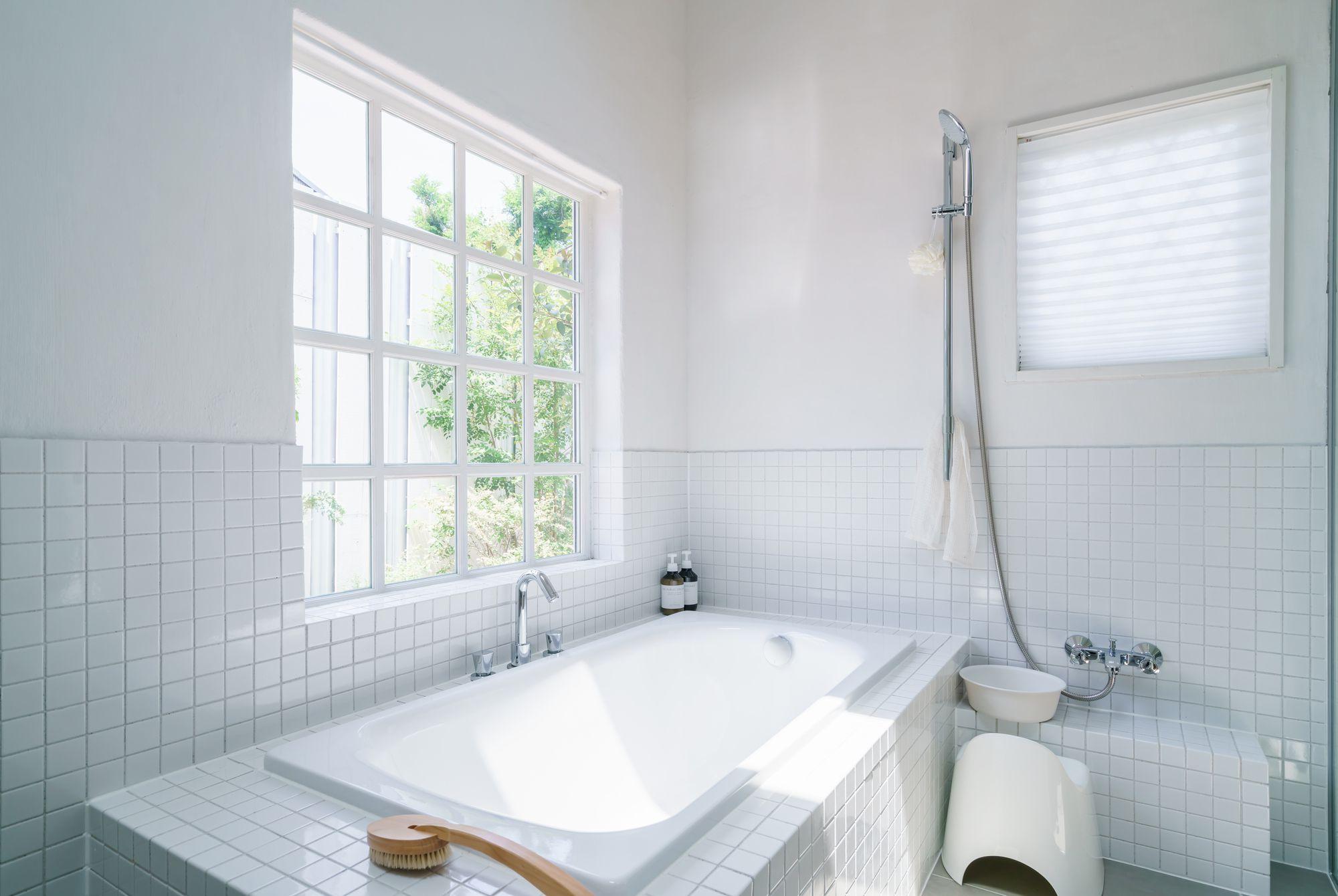 お風呂の水が流れないときの対処法